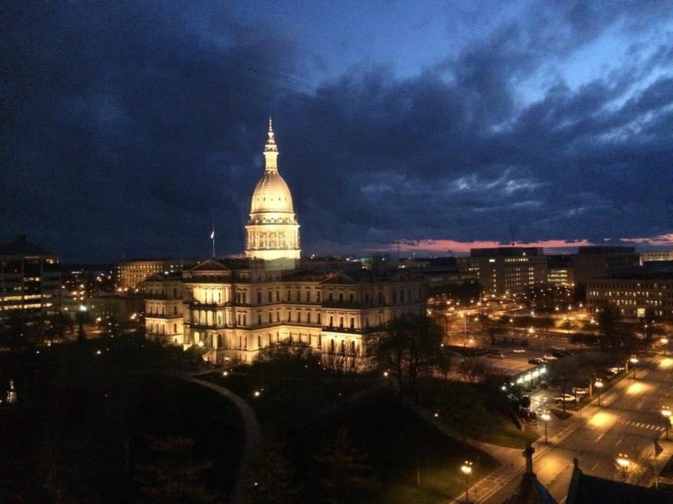 Capitol_at_night.jpg