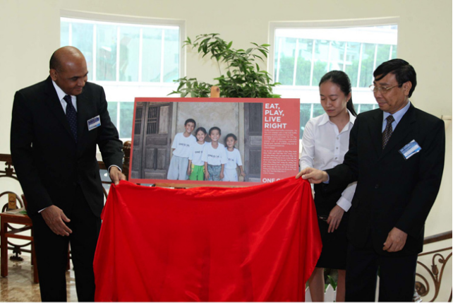 AFC Deputy General Secretary Dato' Windsor John and Ministry of Health Vietnam Director General Dr. Nguyen Cong Khan open the photo exhibition at the Sports For Development Conference.