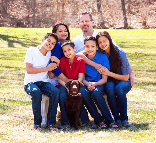 Family_With_Dog_800x600.jpg