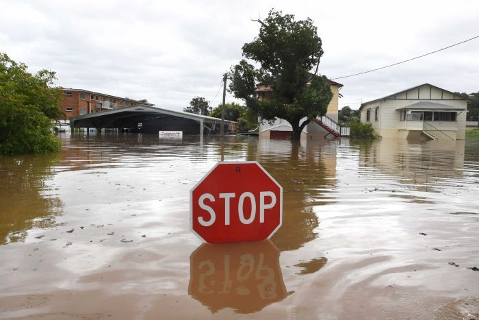NSW_Floods_(AAP_Dave_Hunt)_ABC_News_-_06APR17.jpg