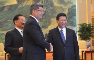 From left to right: Lien Chan, Sean Lien, Xi Jinping; Photo: DWNEWS.COM