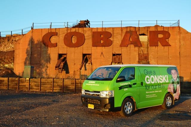 Gonski_Vans_at_Cobar.jpg