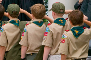Scouts_saluting.jpg