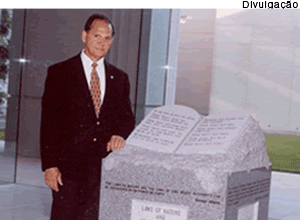 monumento-roy-moore-050413_1_.png