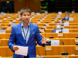 Renew Europe proposes EU mechanism on rule of law