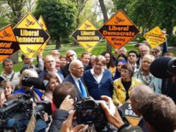 Guy Verhofstadt campaigns with Lib Dems in London