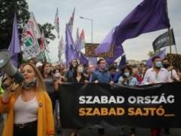 Momentum takes to the streets for press freedom in Hungary