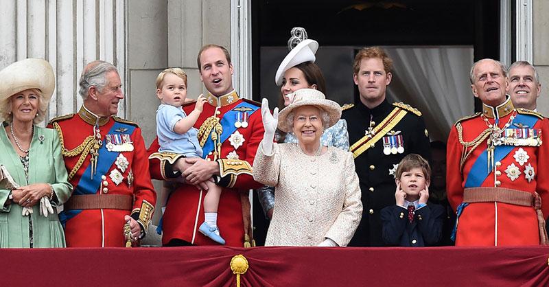 cute-queen-elizabeth-family-2.jpg