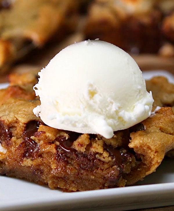 food-baking-desserts-brownies-icecream.jpg