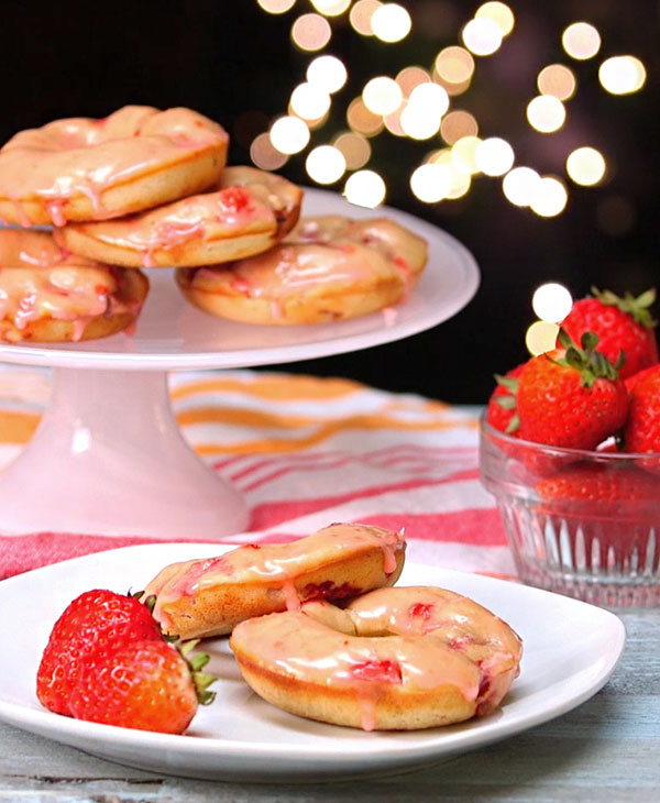 food-recipes-desserts-donuts-strawberry.jpg