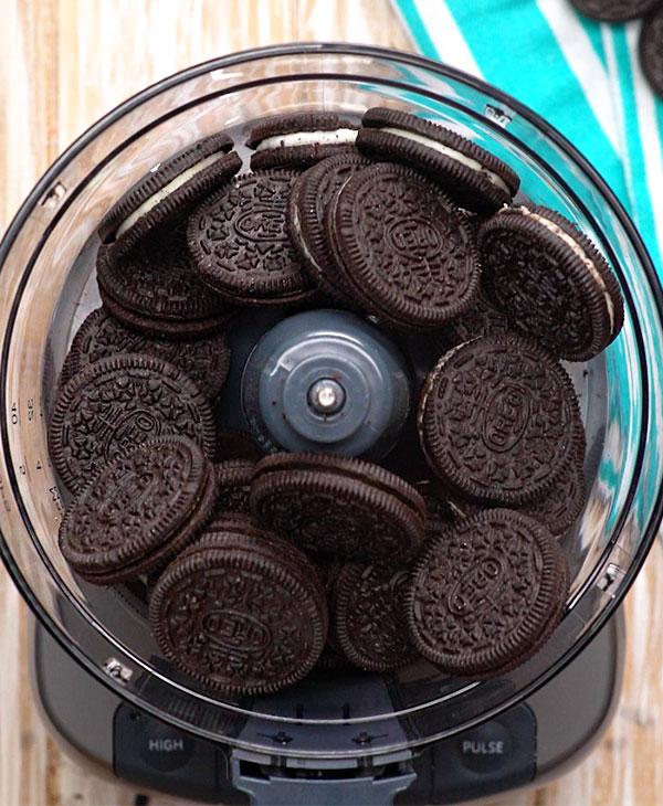 food-desserts-eating-cookies.jpg