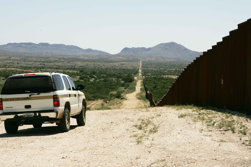 Border_patrol_car_patroling_on_border.jpg
