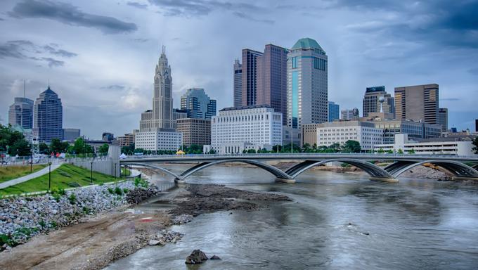 Columbus-Ohio-skyline-reflected-in-the-Scioto-River-2014-06-20-2122_midx.jpg