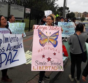 U S  delegation to Colombia protests at U S  Embassy, demands
