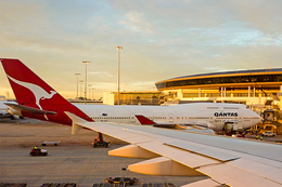 Qantas in job cuts deal with unions