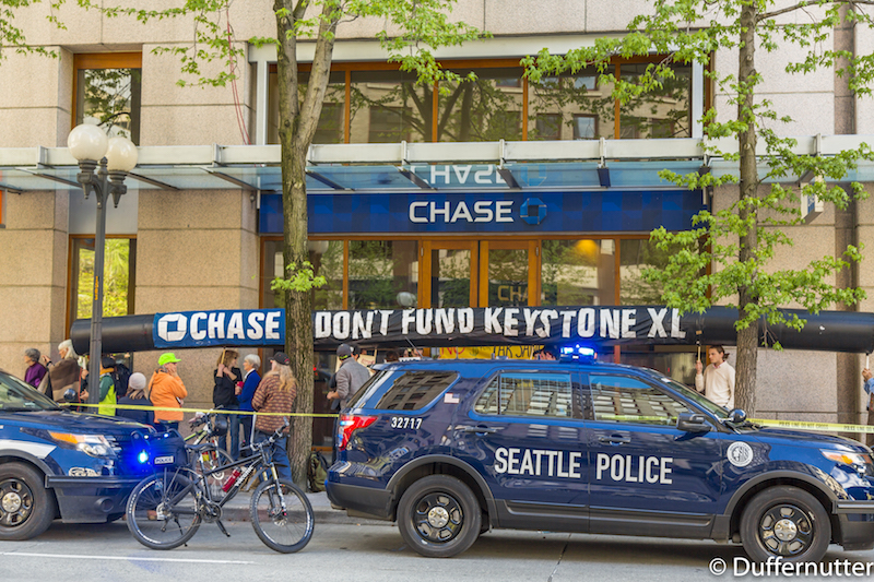 Chase_Do_not_Fund_Keystone_XL_Inflatable_Pipeline_Prop_in_Seattle__MG_0043_small.jpg
