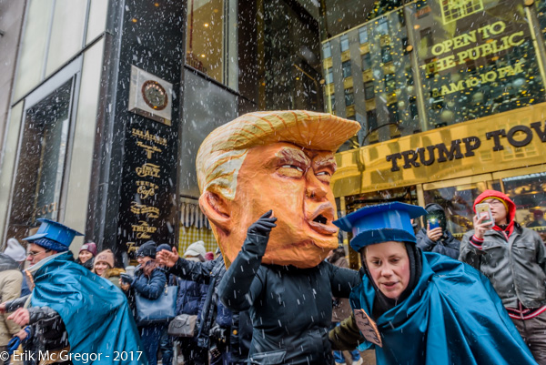 Trump-cops-TrumpTower.jpg