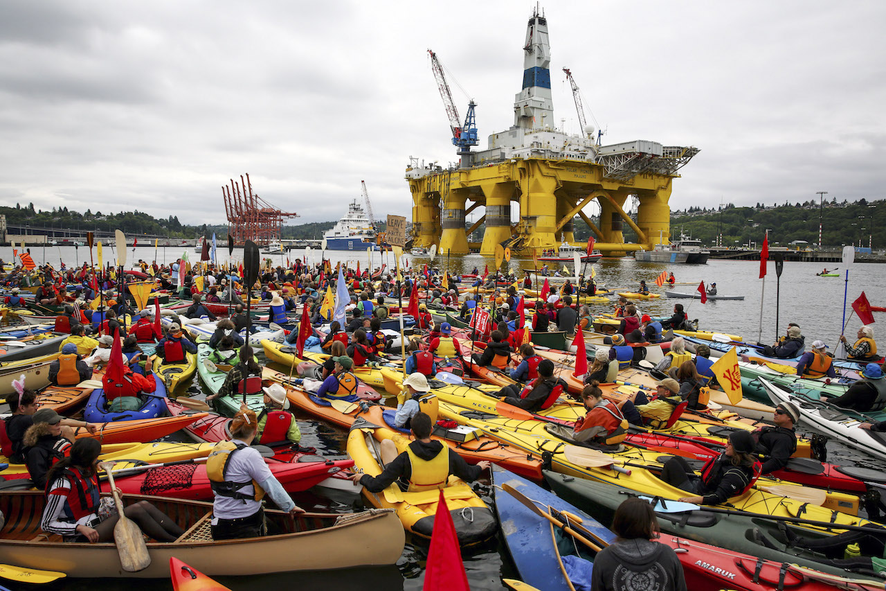 Artic_Drilling_Paddle_In_Seattle_Rig_Polar_Pioneer_Best_Shell_Shellno_Small.jpg