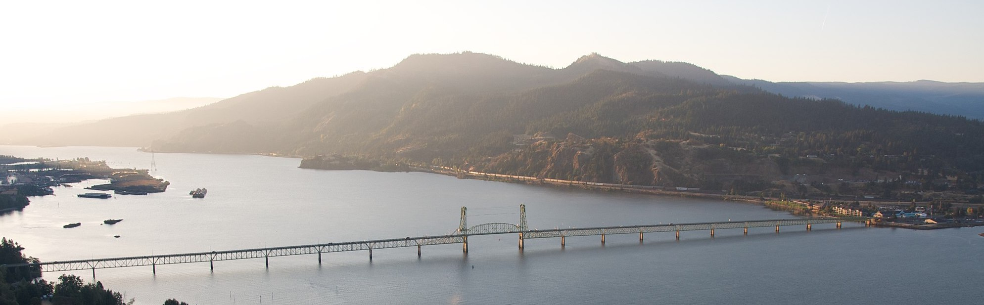2048px-Hood_River_Bridge_banner.jpg