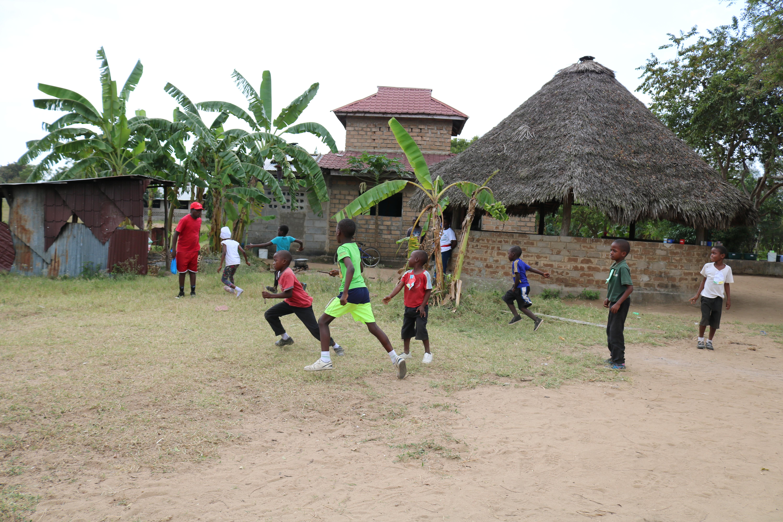 Relay_race_running_Athletics_Day.JPG