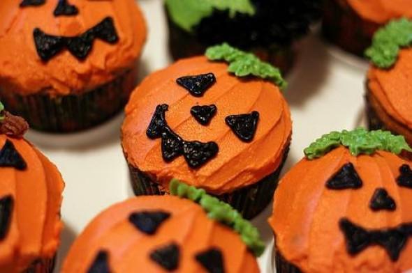 halloween_cupcakes_.jpg