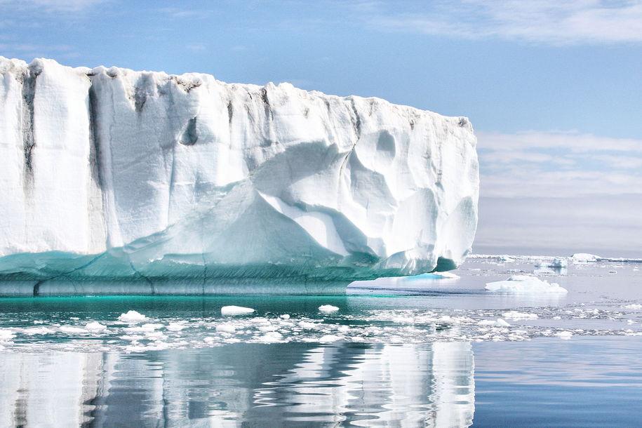 Glacier_Cruise_East_Greenland_(5563144918).jpg