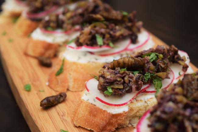Silkworm Toast-Topper
