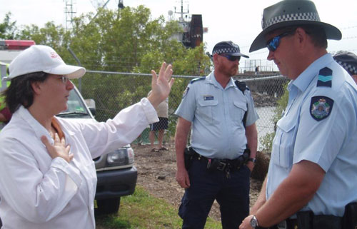 Citizens inspection team stop warships