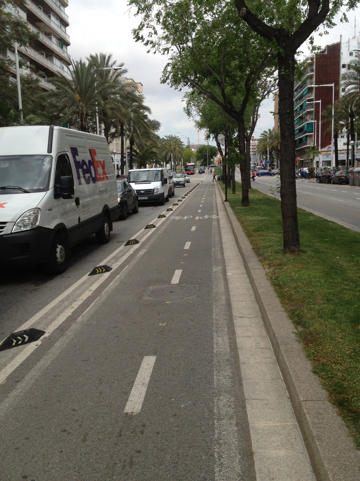 Cycle_path_Barcelona_1.jpg