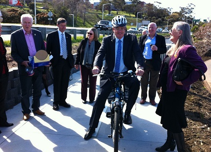 Minister_on_Di_e-bike_Sept_2014_smaller.jpg