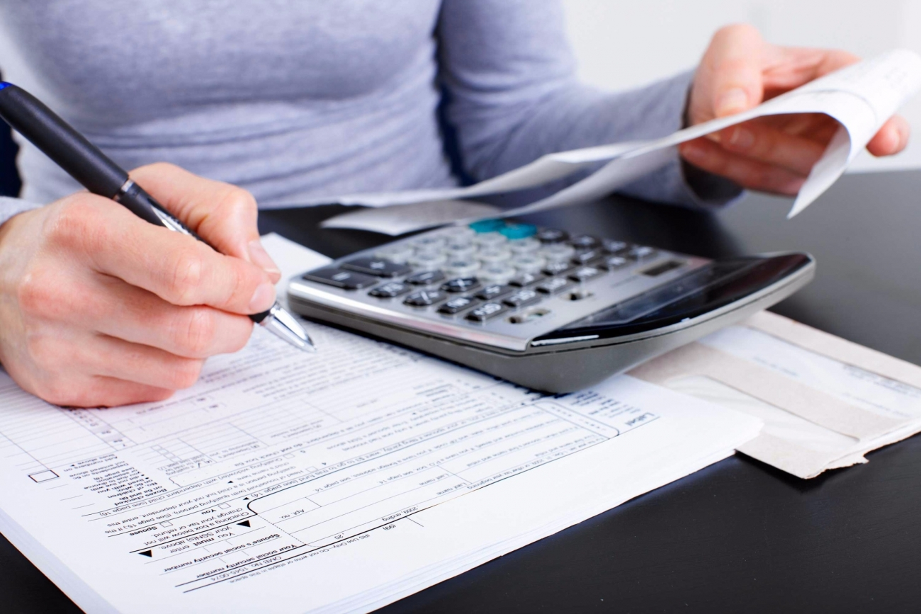 20160128204324-small-business-owner-tax-deductions-breaks-accountant-accounting-forms-receipts-irs-taxpayer-1.jpg