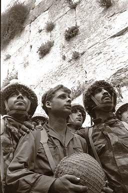 Soldiers_Western_Wall_1967.jpg
