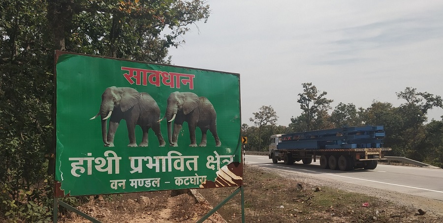Roadside warning sign about elephants, Hasdeo Aranya forests. Photo Abir Dasgupta
