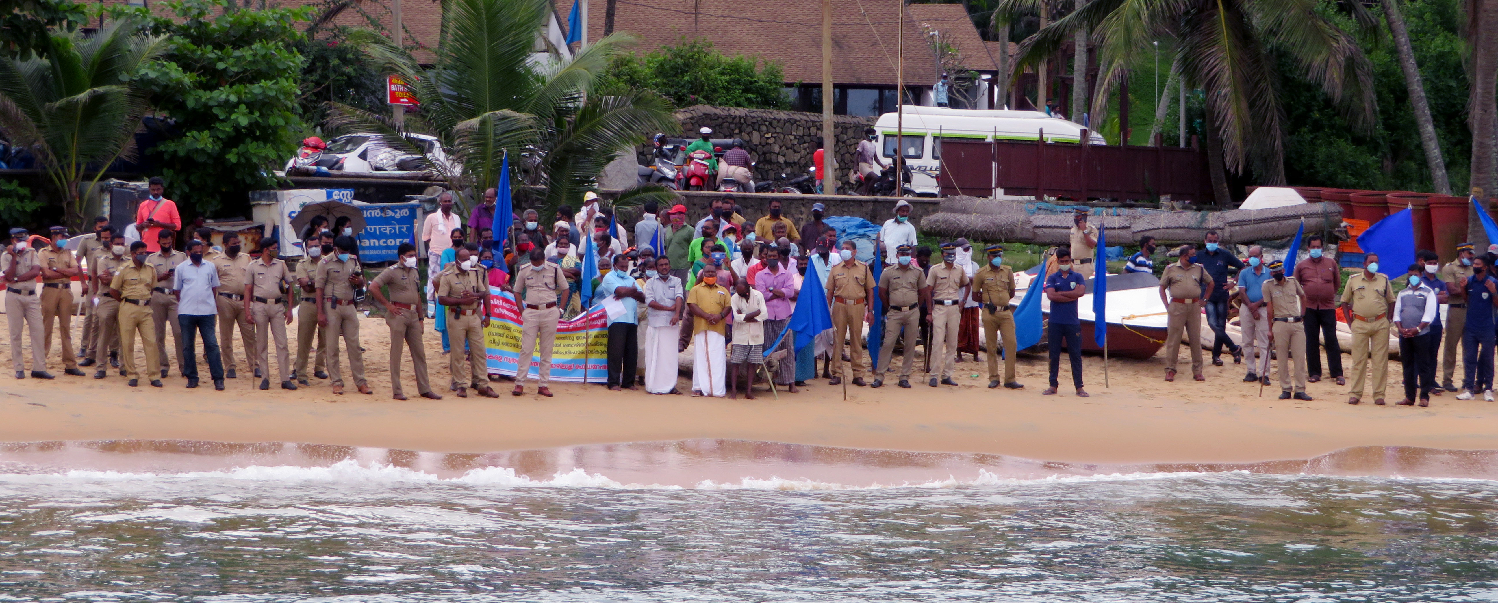 Police prevent fishers from joining the protest