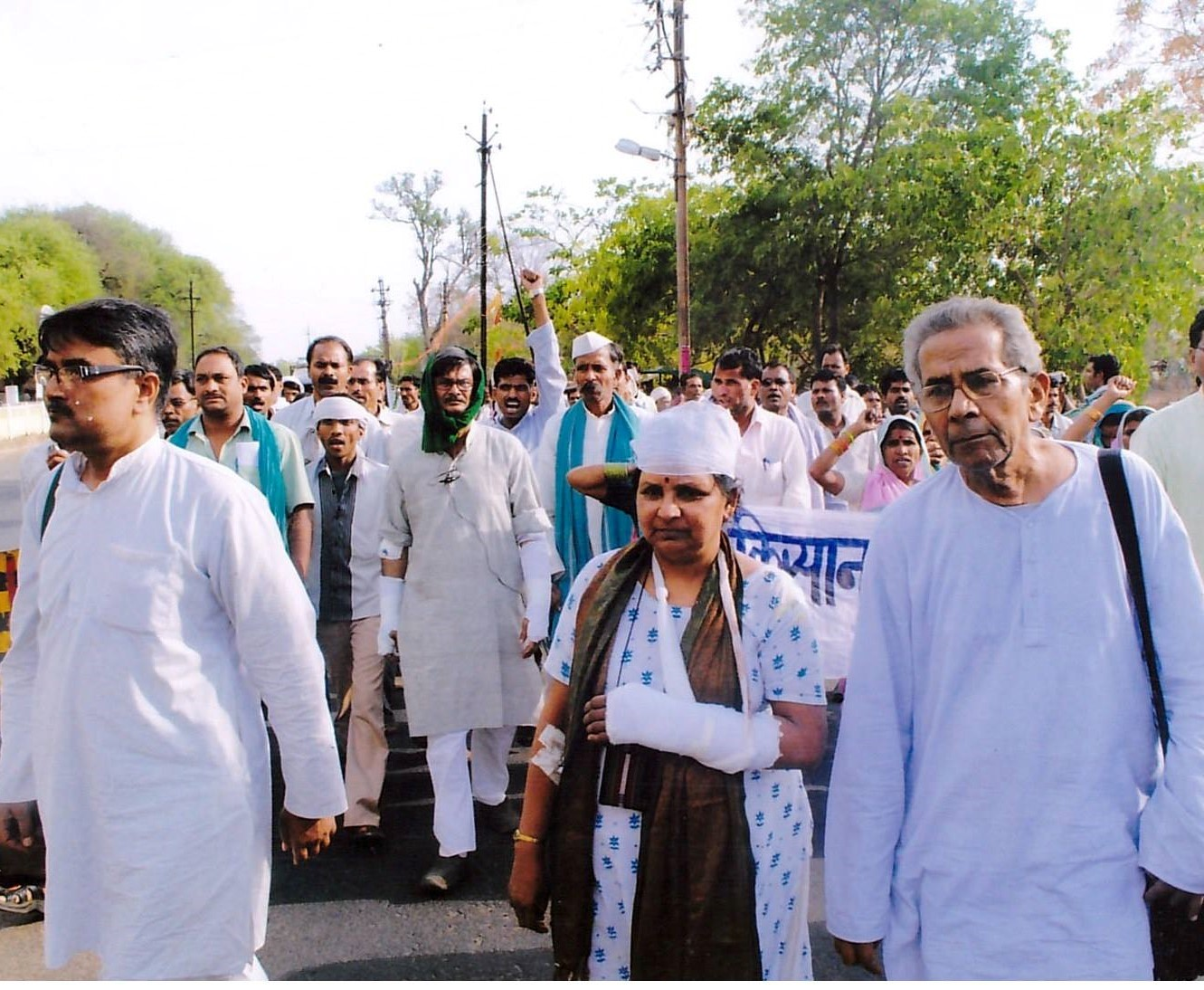 Villagers (including some injured by pro-Adani assailants) march in protest at Adani's proposed Pench power station near Chhindwara. Photo courtesy KSS