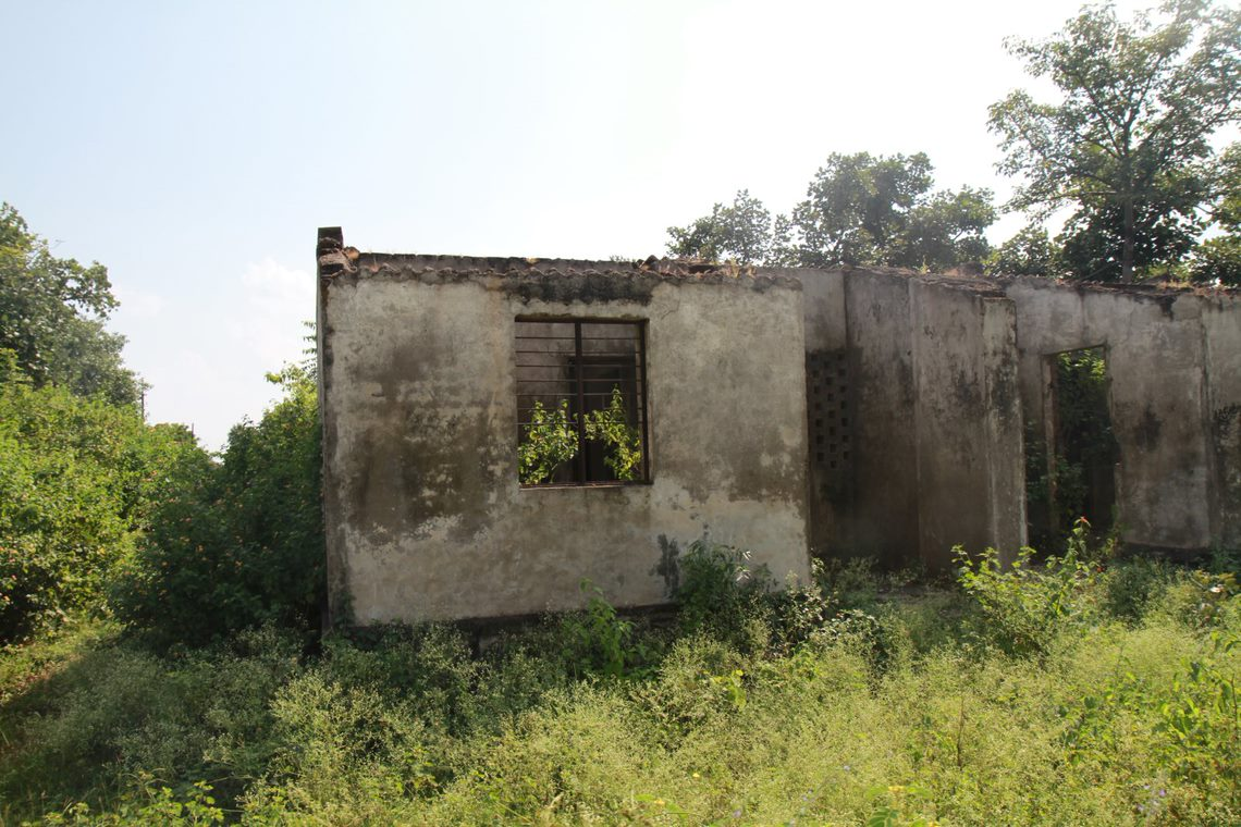 Staff quarters constructed on the Pench site in the 1990s, now derelict. Image Ankit A.