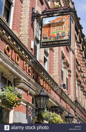 bristol-england-uk-the-old-fish-market-pub-baldwin-street-E0XFX0.jpg