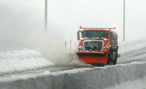 trucksnowplow.jpg