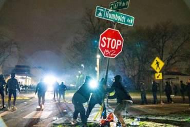 Brooklyn_Center_Riot_April_12_2021_Pioneer_Press_Photo.jpg