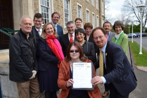 Julian Huppert meets paralympion Claire Connon and other campaigners for pavement repairs