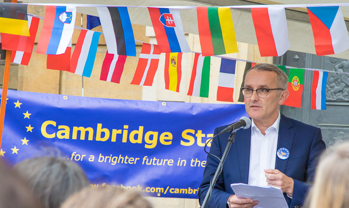 Rod Cantrill addressing Cambridge Stays