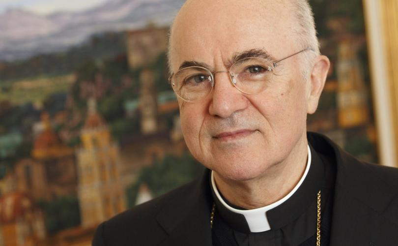 Mgr Carlo Maria Viganò à Campagne Québec-Vie
