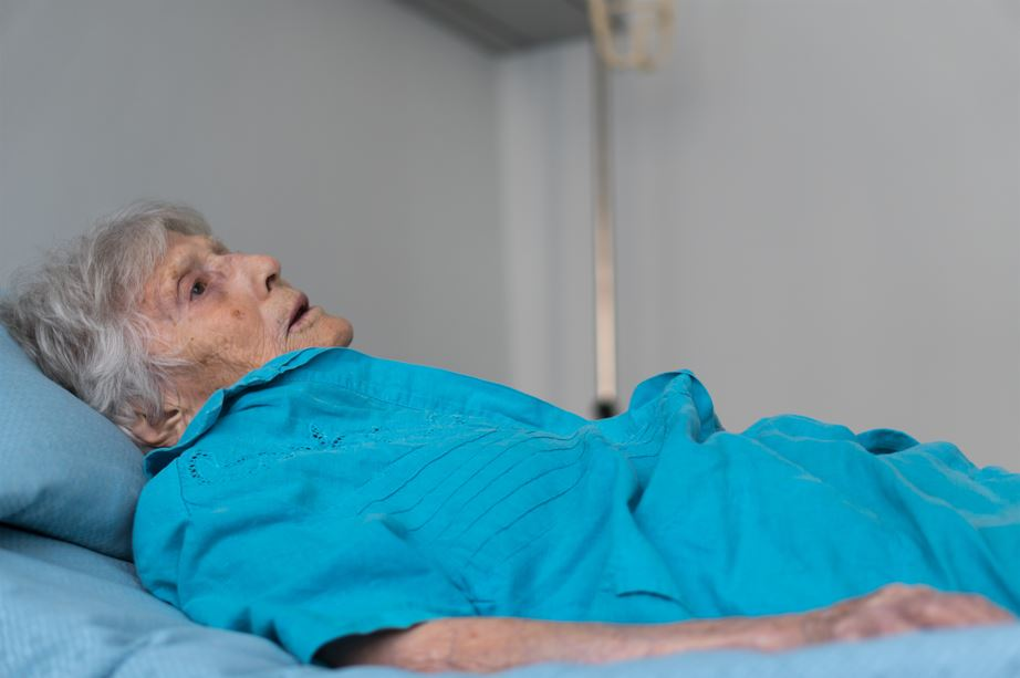 Les décès de personnes âgées abandonnées en résidence, attribués à tort au covid