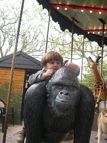 enfant_gorille.jpg