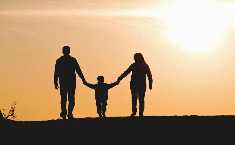 family_silhouette_810_500_55_s_c1.jpg