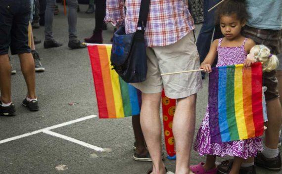 canada-ontario-loi-arracher-enfants-parents-chretiens-totalitarisme-gay-.jpg