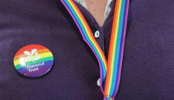 National-Trust-LGBT-Royaume-Uni-badges-arc-ciel.jpg