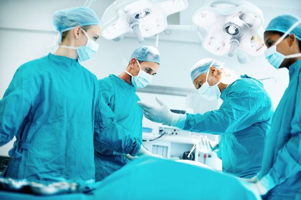 Doctors-performing-surgery-in-operating-theatre.jpg