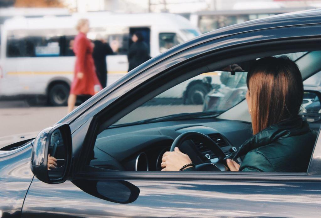 femme_conduisant-Abby-1.JPG