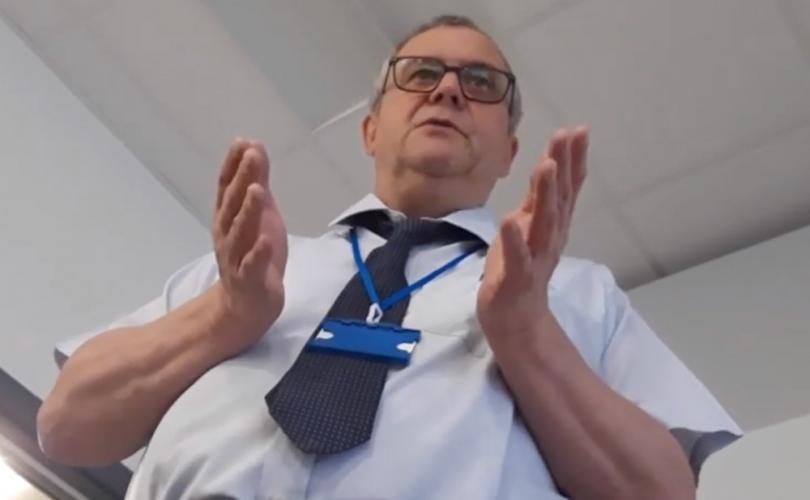 Un étudiant viré de sa classe pour avoir dit qu'il n'y a que deux sexes (Vidéo - 2 min) Professeur-transgenrisme